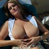 kinky advertentie mooie vrouwen bikini
